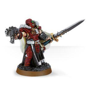 Inquisidor con espada de energía y pistola bólter